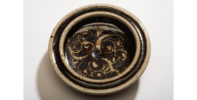 CR50 IACI.2002.276 Kinnell Dish United States 17.8 x 16.1 x 16.1 cms Ceramic