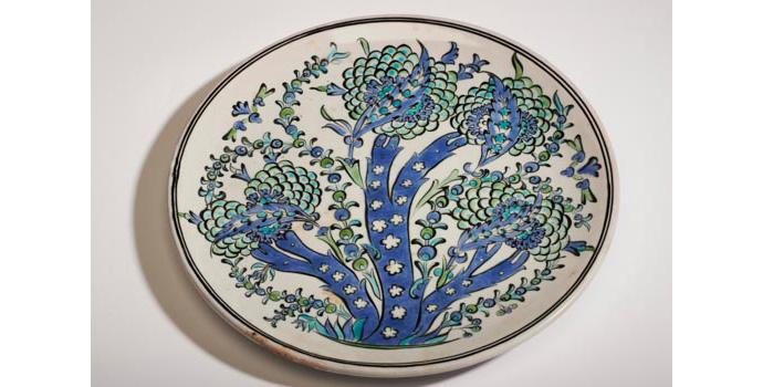 CR51 IACI.2002.237 Ikaros Pottery Plate Greece 1.7 x 28.1 x 28 cms Ceramic