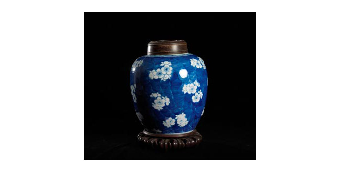 Ginger Jar, China - Porcelain Jar with teak cover and stand - 2002.313A/CR1A, 2002.313B/CR1B